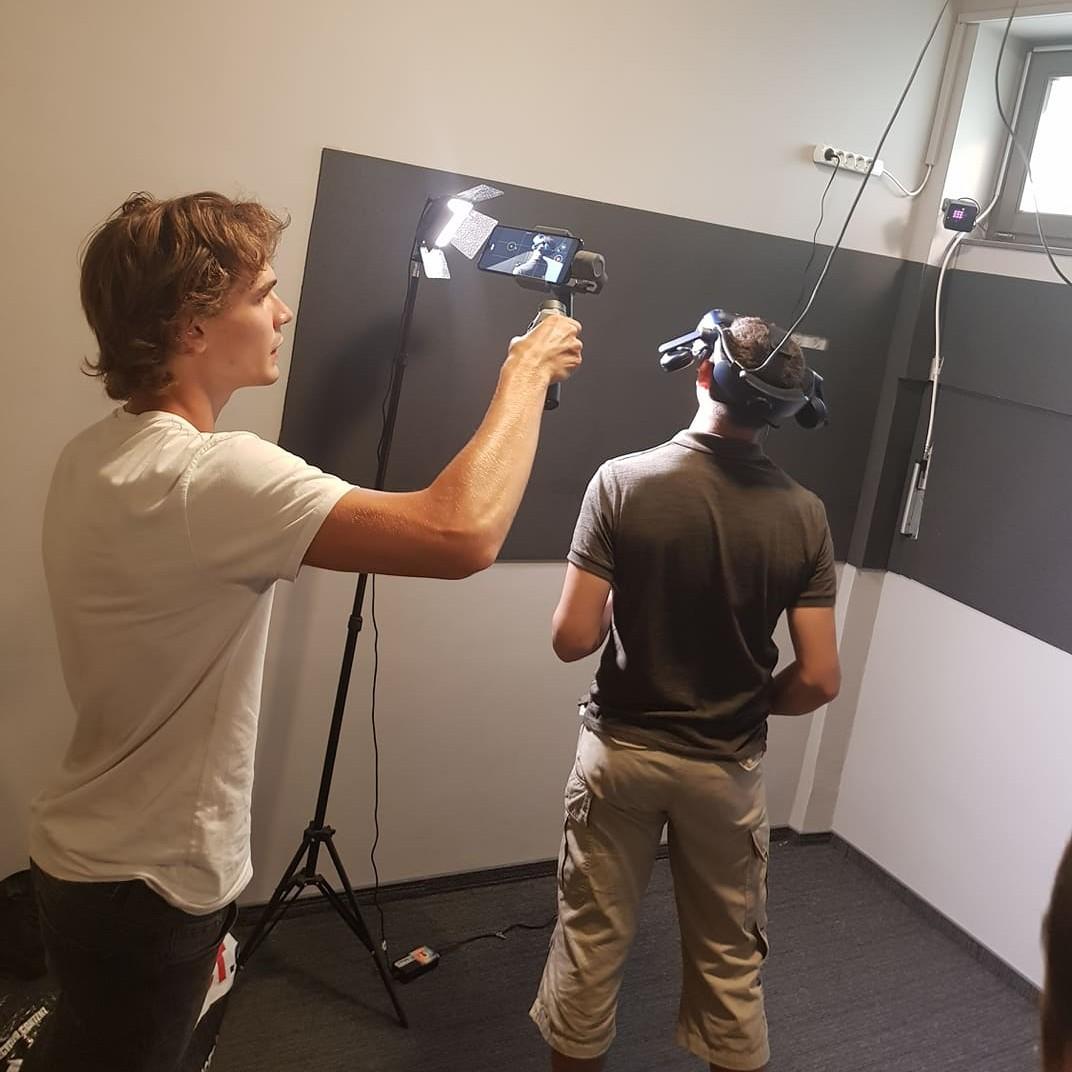 Kipróbáltuk! VR élménytár nyílt a Belvárosi Moziban